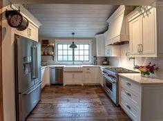 Love this farmhouse kitchen