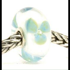 Trollbeads Ice Blue Flower Bead