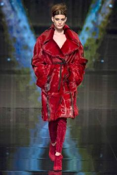 Donna Karan Fall 2014 Ready-to-Wear Collection Slideshow on Style.com
