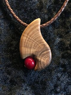 Olive wood combined with a hand-turned glass bead - both are . Olive wood combined with a hand-turned glass bead – both are made in Bavaria by hand Bone Jewelry, Metal Clay Jewelry, Wooden Jewelry, Handmade Jewelry, Driftwood Jewelry, Driftwood Crafts, Wood Resin, Wood Necklace, Polymer Clay Pendant