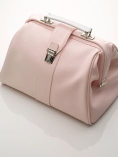 Le Nouveau Ne Doctor Bag - would be a cute diaper bag and so fitting for me!
