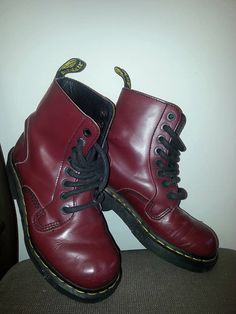 Dr. Martens ORIGINAL boot - Made in England // GREAT Condition // Women's  // US Size 6