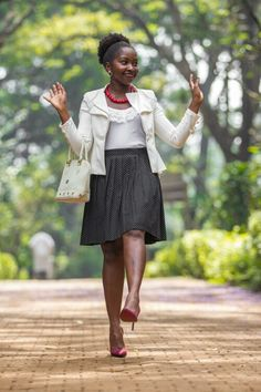 Pleated Skirt. Casual Skirt . Casual Friday   http://www.chicandlegal.com/feel-good-friday/