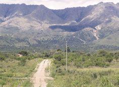 Entregarse a los caminos.  Especialmente cuando nos van sumergiendo en la belleza y la paz de paisajes tan especiales. Como este en la localidad de Las Rabonas, cerca de Nono, en el Valle de Traslasierra. Córdoba, claro.  ¡Buen fin de semana!