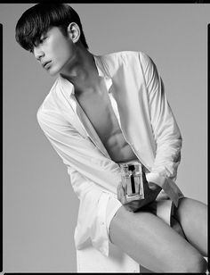 Park Sung Jin by Hong Janghyun for Esquire Korea Nov 2013 Park Sung Jin, Most Comfortable Shoes, V Magazine, Korean Model, S Man, Esquire, Singing, Actors, Black And White