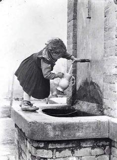 black and white Vintage Children Photos, Vintage Pictures, Old Pictures, Old Photos, Vintage Italy, Foto Vintage, Antique Photos, Black And White Pictures, Vintage Photographs