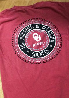 Let your Sooners support show with this Oklahoma Sooners Womens Crimson Mom Spiral Short Sleeve T-Shirt! Rally House has a great selection of new and exclusive Oklahoma Sooners t-shirts, hats, gifts and apparel, in-store and online. Oregon Ducks Football, Ohio State Football, Oklahoma Sooners, Ohio State Buckeyes, American Football, Notre Dame Football, Team Names, Comfort Colors, Alabama Crimson Tide