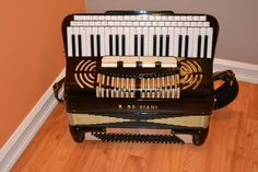 R. Rosciani Accordion - What a neat looking keyboard.