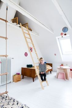 Fra søtt til inspirerende barnerom Toddler Rooms, Baby Boy Rooms, Little Girl Rooms, Cool Kids Rooms, Modern Kids Bedroom, Teenage Room, Kids Room Design, Loft, Child Room