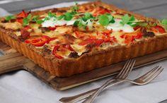 Koskenlaskijan jauheliha-paprikapiirakka Vegetable Pizza, Lasagna, Quiche, Food And Drink, Vegetables, Breakfast, Ethnic Recipes, Morning Coffee, Quiches