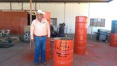 El gobierno municipal de Janos presidido por el alcalde Sevastian Pineda Acedo se encuentra trabajando en la distribución de tambos para la basura...