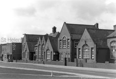 MSE/19/8 Black and white photograph showing St.Helens Central School, College Street, St.Helens c 1960s  MSE - The Frank Sheen Collection 19 - Black and white photographs showing various buildings and statues in St.Helens