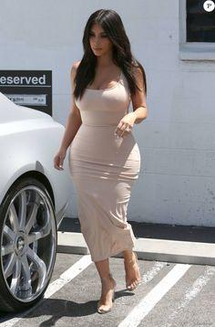 Kim Kardashian à la sortie d'un immeuble à Van Nuys, le 3 juin 2016