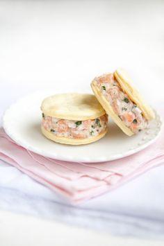 Crackers a la crema de salmón ahumado