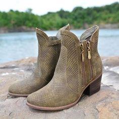 #dpars #moda #botas #botines #cuero #moda #fashion #envios  a todo el país, WhatsApp 0988280404