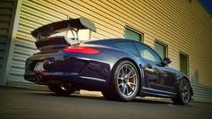 Porsche 997 GT3 RS looking clean without the hideous decals