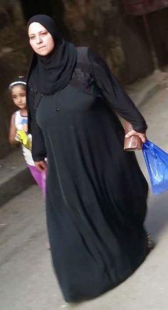 Hot Muslim, Muslim Hijab, Arab Girls Hijab, Girl Hijab, Beautiful Iranian Women, Indian Wife, Arabic Funny, Sexy Wife, Ladies Tops