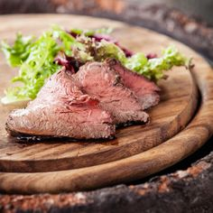 Așa cum ți-am promis pe pagina de Facebook, astăzi îți voi oferi una dintre rețetele pe care le-am gătit împreună cu Chef Liviu Lambrino, la Chef Parade – Cooking School: #mușchidevită cu #piure de #cartof mov și #andive caramelizate … în cel mai gustos suc de #portocale. Allrecipes, Foodies, Steak, Beef, Meat, Ox, Steaks, Ground Beef