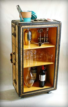 Retro DIY Bar... Love love love this...   Hmmm...I happen to have an old old retro suitcase I bought at goodwill. Great $3 spent. It's been a end table  or plant stand for ~8 yrs...