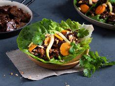 Reinsdyrskav med syltede grønnsaker og hoisin | Oppskrift | Meny.no Tacos, Ethnic Recipes, Food, Essen, Meals, Yemek, Eten