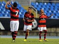 Flamengo bate Botafogo e garante vaga