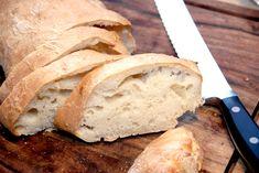 Manitobabrød er et klassisk italiensk madbrød, der ikke æltes. Dejen røres blot sammen, hvorefter den hæver i ni timer. Brødet bages ved høj varme.