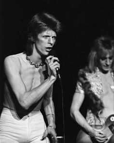 David Bowie and Mick Ronson David Bowie Smoking, David Bowie Ziggy, Lady Stardust, Ziggy Stardust, Brixton, David Bowie Pictures, Ziggy Played Guitar, Mick Ronson, Bowie Starman