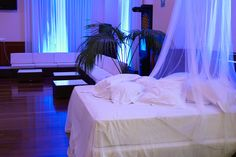 Hotel Auditorium Madrid. La Noche en Blanco. Auditorium, Madrid, Bed, Furniture, Home Decor, Hotels, Stream Bed, Interior Design, Home Interior Design