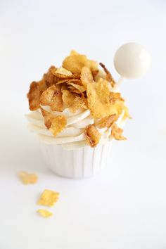 Toasted Corn Flakes Cupcakes with Cereal Milk Pipettes | Sprinkle Bakes