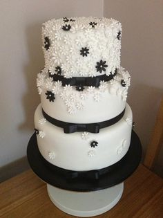 black and white flower wedding cake - a very simple but effective cake :)