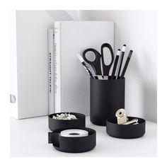 IKEA Deutschland | Beim schwarzen YPPERLIG Schreib-Set lassen sich die Schubfächer ganz nach Bedarf kombinieren und stapeln.