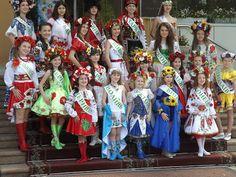 Я ПИШАЮСЯ, ЩО Я УКРАЇНКА!!! НІ! Не вмерла Україна, і не вмре ніколи! Бо ми, браття - українці, знаєм ціну волі! Наші рідні віддавали життя за свободу! Тож докажем і ми, браття, якого ми роду! Україна наша мати! А ми її діти. Тож не дозволим ми нікому нас всіх розділити!
