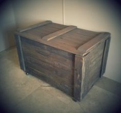 Pallet trunk with instructions