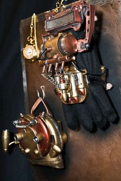 Gloves - check out the wiki craft page this comes from! Chat Steampunk, Steampunk Gloves, Steampunk Weapons, Style Steampunk, Steampunk Accessories, Steampunk Costume, Steampunk Fashion, Dieselpunk, Creative Art