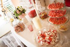 the candy bar Diy Wedding, Table Settings, Candy, Bar, Table Decorations, Sweet, Toffee, Sweets, Place Settings