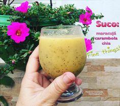 Suco de maracujá com carambola e chia: fonte excelente de vitaminas e nutrientes essenciais à saúde! Apenas uma ressalva: pessoas com problemas renais devem evitar o consumo de carambola.