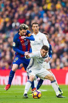 Lionel Messi (L) of FC Barcelona fights for the ball with Mateo Kovacic of Real Madrid CF during the La Liga match between FC Barcelona and Real Madrid CF at Camp Nou stadium on December 2016 in Barcelona, Catalonia. Messi And Ronaldo, Cristiano Ronaldo, Lionel Messi, Fc Barcelona, Barcelona Catalonia, Real Madrid Players, Camp Nou, Professional Football, Best Player