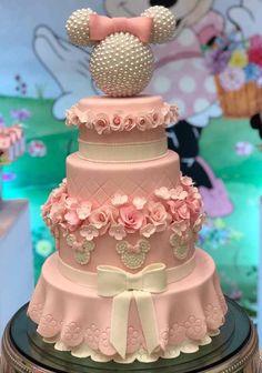 È um bolo, mas bem que poderia ser o vestido da Minnie Bolo Minnie, Minnie Cake, Mickey Cakes, Mickey Mouse Cake, Minnie Mouse Pink, Minnie Mouse Cake Design, Minnie Mouse Birthday Decorations, Minnie Mouse Theme Party, Mickey Mouse Birthday