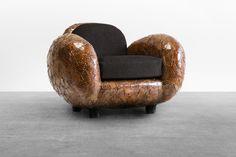 Mobiliário Contemporâneo Internacional Móvel: Carapace Designer(s): Maarten Baas Características: funcionalidade; formas orgânicas; estofado solto.