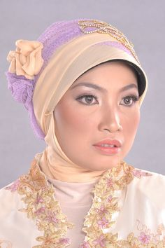 Close Up Natural Make Up In Kebaya Dress