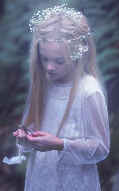 nilenna:  kin-fables:  The Girl by the River. KIN FABLES.  She's so lovely! ♡ And the film is stunning!
