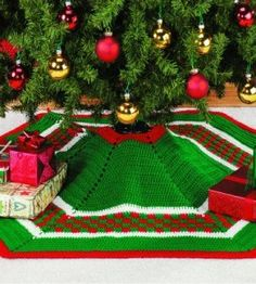 Crocheted Christmas Tree Skirt. FREE PATTERN 5/14.