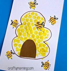 Bubble Wrap Beehive + Fingerprint Bee Craft - Crafty Morning For Kids Luftpolsterfolie Bienenstock + Daycare Crafts, Classroom Crafts, Toddler Crafts, Preschool Activities, Kids Crafts, Craft Kids, Preschool Kindergarten, Crafty Craft, Creative Crafts