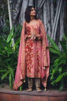 Embroidery Suits Design, Embroidery Fashion, Beaded Embroidery, Dress Indian Style, Indian Dresses, Indian Wear, Indian Suits, Pakistani Dress Design, Pakistani Outfits