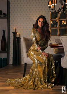 Bollywood Girls, Bollywood Celebrities, Bollywood Fashion, Bollywood Stars, Beautiful Bollywood Actress, Most Beautiful Indian Actress, Disha Patani Photoshoot, Disha Patni, Golden Dress