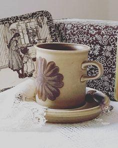 55 отметок «Нравится», 2 комментариев — Olga (@helga_hygge) в Instagram: «Brown flower with a matt glaze.. Arabia Finland Tunturi coffee cup, 1960-70s. Ulla Procope form…» Coffee Cups, Tea Cups, Hygge, Finland, Glaze, Mugs, Brown, Tableware, Flowers