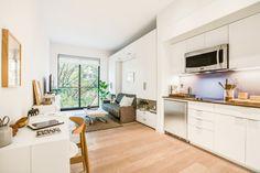 petit espace moderne avec salon et cuisine