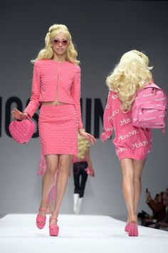 Pin for Later: Moschino sagt: Come on, Barbie - Let's go party! Moschino Frühjahr/Sommer 2015