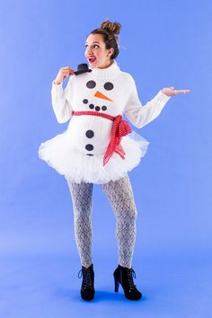 You can make a snowman DIY maternity Halloween costume with this easy tutorial.