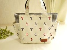 Tote Bag Stitch Bags Fashion Handbags Moda Full Stop Carry Bag Totes Fabric Wallet, Fabric Bags, Quilted Tote Bags, Pouch Pattern, Small Sewing Projects, Bag Patterns To Sew, Denim Bag, Simple Bags, Kids Bags